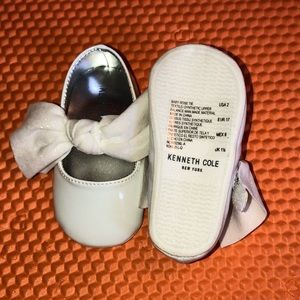 Kenneth Cole White Ballet Flats